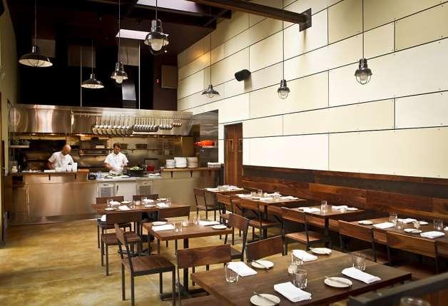 restaurante con cocina abierta